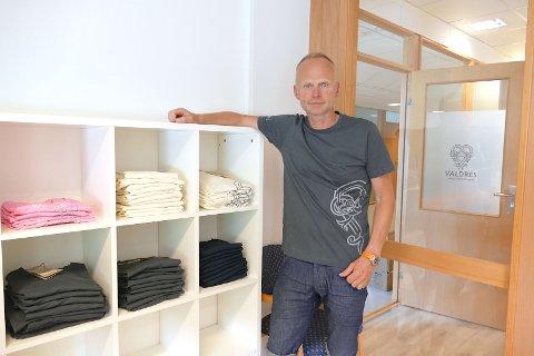 Ordførar Kjell Berge Melbybråten har fått seg ny t-skjorte.