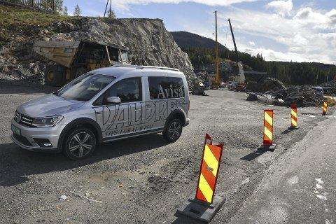 Ny bomstasjon: Omtrent her- på kulen ovanfor Klosbølebrua – vil bomstasjonen i Bagnskleive bli plassert.
