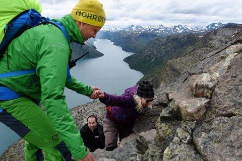 Ørjan Venås og Besseggen-patruljen har hjulpet veldig mange med små og store problemer over besseggen siden starten i fjor. Foto:Knut Storvik