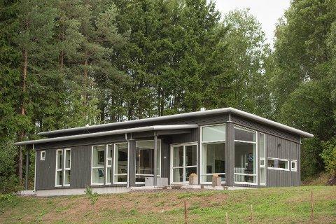 Moderne hytte: Nordmenn bygger stadig større andel moderne hytter, som denne. Moderne hytter blir mer populært.