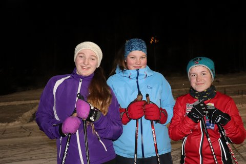 Trofaste og sporty skiløpere i J15 som har gatt klubbrenn i alle år. F.v. Karine Langedrag, Gunhild Overgaard og Sara Bergli