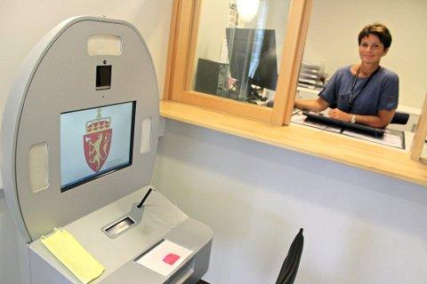 Populært passkontor: Kontorleder Berit Hyseth Østlund i passkontoret på Fagernes i 2017.