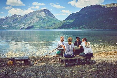 FORLOKKANDE: Kombinasjonen av utfordrande arbeid og aktiv fritid har lokka 200 studentar til å søkje på tretten sommarjobbar i Gudbrandsdalen, Valdres, Hallingdal og Numedal.