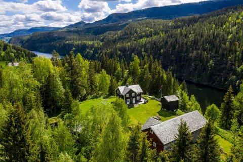 Idyll: Mange husker Farmengården Landmark, og nå er naboeiendommen Tetebrøtin til salgs.