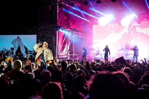 I REGNET: Karpe holdt en forrykende konsert i regnet natt til søndag.