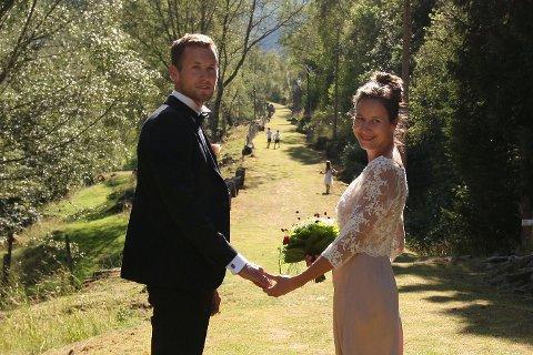 Helt konge: Brudeparet Steinar Semmingsen (34) og Sigrid Rudningen Hafslund (39) ga hverandre sitt ja på Kongevegen lørdag.