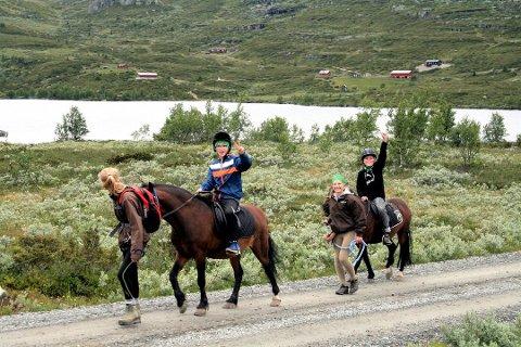 UKENS TIPS: Å kunne oppleve Valdres-naturen fra hesteryggen er en opplevelse som trygt kan anbefales hele familien.