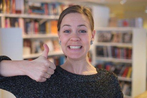 HAR PROGRAMMET KLART: Marte Tangen på Frivilligsentralen er klar med haustprogrammet for bibliotek og frivilligsentral.