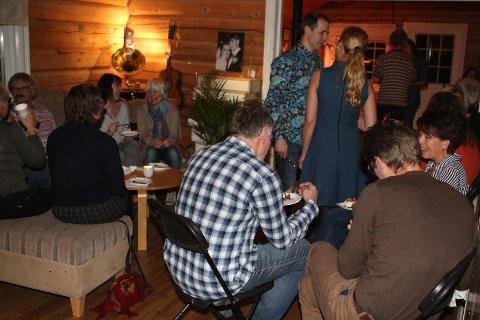 Ut av stua: Med en pågående pandemi, kan ikke vertskapet Heidi og Rune Glimsdal invitere folk til konsert hjemme i stua i Skaveldbygda slik de pleier.