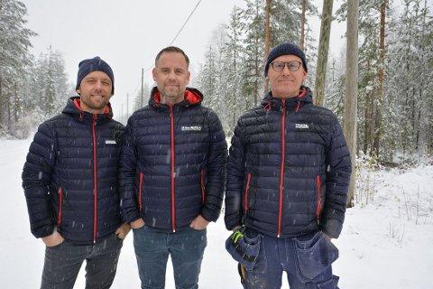 Investerer: De tre brødrene Arild Heimli Johnsen, Cato Johnsen og Thure Johnsen investerer rundt 15 millioner kroner i en ny treforedlingsfabrikk på Begna industriområde. Foto: Bjørn Karsrud