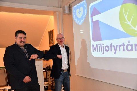 MILJØFYRTÅRN: Torsdag kunne kommunedirektør Martin Sæbu (t.h.) og ordførar Haldor Ødegård dele nyheita om at kommunen har vorte Miljøfyrtårnsertifisert.