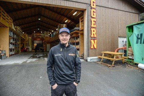 Simen Måren Stende og familien satsar på både arbeid, bustad og familieliv i Øye etter fleire år på Nannestad.