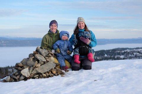 Family four: Ingeborg og Tor Martin er typiske utemennesker, og har med seg barna Johannes (2) og Kjersti (4) så ofte de kan i friluft.