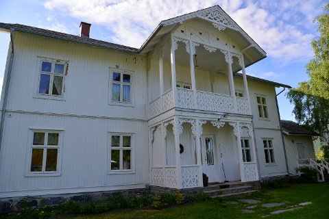AURDAL PRESTEGÅRD: Denne staslige bygningen blir lagt ut for salg i løpet av neste år, forteller eiendomsdirektør Anne Stine Eger Mollestad hos Opplysningsvesenets fond.