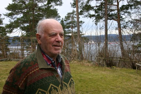 MINNES EN SVUNNEN TID: Bjørn Dølven (89) bor i dag i Porsgrunn, men husker godt aprildagene 1940 i Bagn.