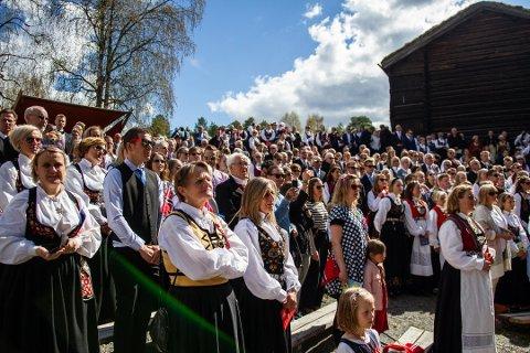 UTENKELIG: Slik 17. mai til vanlig ser ut, som her ved Valdres Folkemuseum 2019, er i år ganske utenkelig.