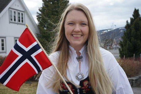 På direkten: Marte Iren Noreng Trøen har fått fast ansettelse i NRK Innlandet, og ikledd bunad vil hun lede seerne gjennom sendinga fra Aulestad i Gausdal.