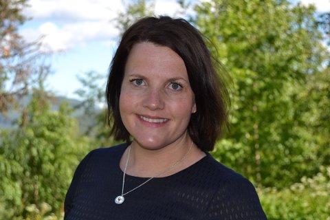 Ordfører i Etnedal, Linda Mæhlum Robøle, sier hun følger med på konflikten rundt hester i hyttefelt fra sidelinjen.