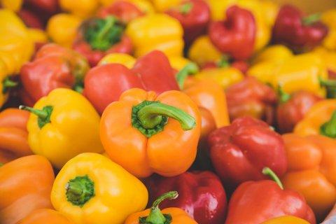 TILBAKEKALLES: Coop tilbakekaller et parti med gul og grønn paprika etter funn av for høye verdier av plantevernmidler.