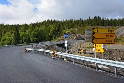 – I Sanatoriesvingen skal det bygges ny parkeringsplass og nye busslommer, sier prosjektleder Vidar Øfstaas i Innlandet fylkeskommune.Det vil bli ferdig i høst.