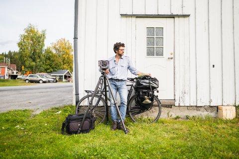 BAGASJE: Det er en del bagasje å sykle med for Luca Berti (42).