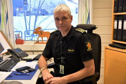 SENERE: Innsatsleder for politiet i Valdres, Bård Sørumshaugen. I februar og utover skjer sammenstøtene gjerne senere på døgnet, da det er enklere å se viltet i vegen når det blir lysere og lengre dager.