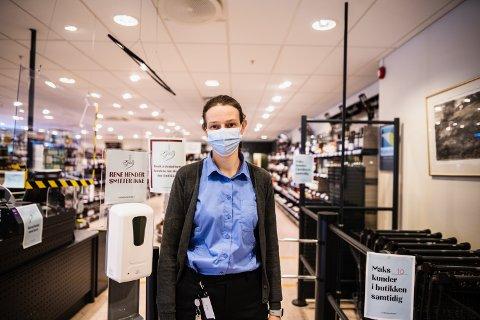 FORNØYD: Polsjef Oddrun Helen Brattrud er fornøyd med både kundene og omsetningen, og at den økte handelen ikke skyldes økt forbruk.