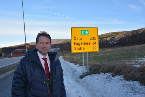 Vang: Vidar Eltun er glad for at stadig nye strekninger på E16 rustes opp. Nå venter han spent på hvor Fagernes-Hande havner.