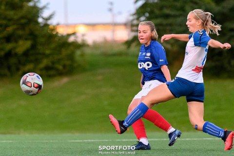 Scoret mål: Mari Rosendahl Nyhagen (t.v.) scoret mål i treningskampen mellom Vålerenga og Lyn lørdag 1. mai.