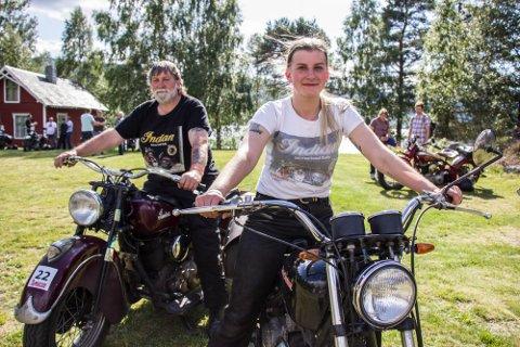 INDIAN SUMMER MEET: Fastspent til faren, fikk Carla Drejby Thuesen motorduren kanalisert gjennom kroppen fra hun var bare barnet. Første langtur utenlands på egen motorsykkel var til Valdres og Indian Summer Meet i 2020.