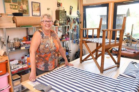 Fornøyd i jobben: Sylvi Ruud har jobbet som møbeltapetserer i fem år. Hun har mer enn nok å gjøre.