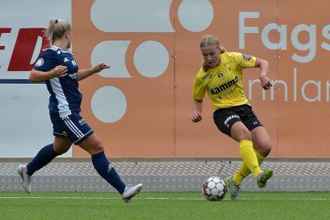 """Scoret: Ingrid Skattebo (t.h.) fikk en """"flying start"""" da hun scoret mål i sin første A-lagskamp for Raufoss i kvinnenes 2. divisjon sist søndag."""