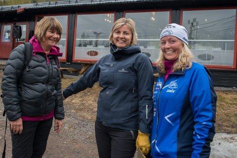 FIN AKTIVITET: Unni Sem, Hilde Sem og Anne Marit Ljåstad Aulie har vært blant deltakerne i årets stolpejakt.