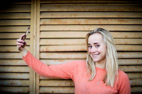 – Det tar av om dagen, og er hektisk fra morgen til kveld, erkjenner Tale Maria Krohn Engvik, bedre kjent som Helsesista. Hun mener man som voksen må la ungdommer reflektere seg frem til løsninger, i stedet for at man selv skal komme med alle svarene.
