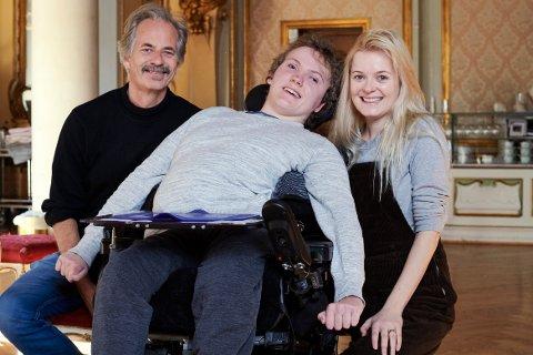 INTERVJUET: Fredag intervjuet Henrik Thoresen (20) skuespillerne Øystein Røger og Mariann Hole på Nationaltheatret.