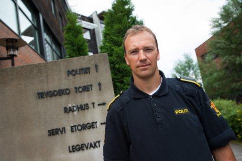 ETTERFORSKES VIDERE: Per Morten Hvattum, politioverbetjent ved Nittedal lensmannskontor, forteller at hendelsen skal etterforskes videre ved lensmannskontoret her..