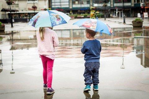 UVÆRIVENTE: Snart må du finne frem paraplyen.