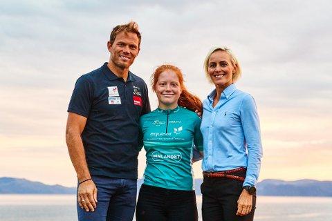 MESTERMØTE: Hedda Kristiansen fra CK Nittedal fikk rosende ord av tidligere verdensmester Thor Hushovd. Til høyre Cathrine Instebø, sponsorsjef for Morgendagens Helter-prosjektet.