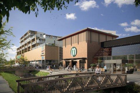 SLIK BLIR DET: Illustrasjon av nye Mosenteret, med boligene i Sentrum Terrasse på toppen. (Skisse: EVE-Images)