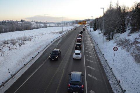 STENGT: Som følge av trafikkulykken er Hagantunnelen stengt. Ifølge politiet vil tunnelen være stengt noen timer fremover.
