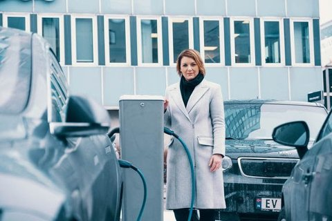 2019 BLE ET GODT ELBIIL-ÅR: Christina Bu, generalsekretær i Norsk elbilforening, forteller om mange elbil høydepunkt i 2019.