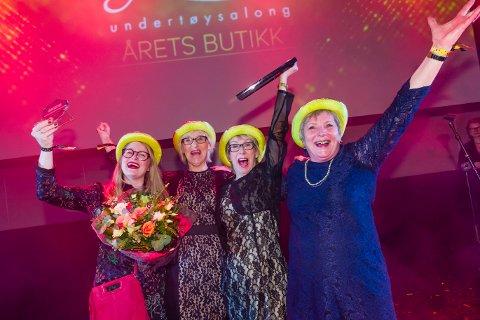 JUBEL: Auds undertøyssalong, ledet av mor og datter Storhaug, ble i helga kåret til årets butikk på Strømmen Storsenter.