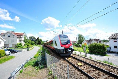 PENGER SMART: Det finnes flere muligheter å spare penger på togturen Gjøvik-Oslo, hvis man er litt smart.