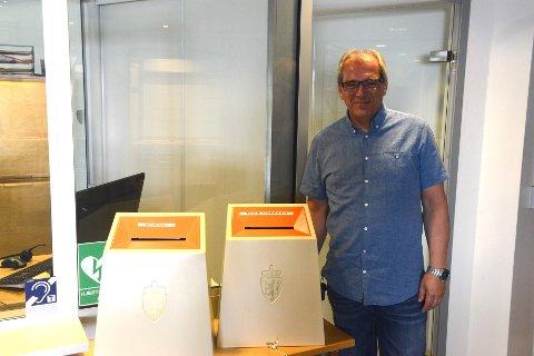 PLASS TIL FLERE: Valgurnene har plass til flere stemmer kan konsulent i kommunen, Tom Kristoffersen Kvernhaugen, fortelle.