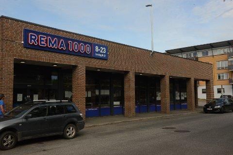 TOK TYV: En lokal mann på 43 år blir anmeldt etter at han lørdag ble tatt for nasking på Rema 1000 på Mo.