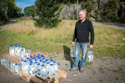 HENTET VANN: Asgeir Rambjørg er en av mange som har benyttet seg av kommunens tiltak.