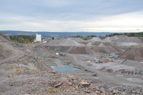 KRAFTIGSMELL:Torsdag ettermiddag ble det sprengt uvanlig høyt i sørveggen på bruddet i Bjønndalen bruk.