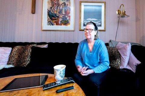 UNNTAKSÅR I EGEN STUE: Økokrim tok onsdag ut tiltale mot Hilde Thorkildsen. Siktelsen ble tatt ut i januar. Siden har hun, med unntak av noen sykehusopphold, holdt seg i boligen i Fuglåsveien. - Det har vært et fengsel, sier hun.