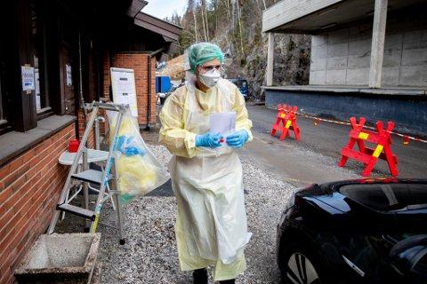 MANGEL: Flere kommuner varsler om mangel på smittevernutstyr.