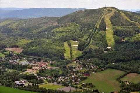 HAR IKKE FÅTT STØTTE: Varingskollen alpinanlegg har ikke fått kompensasjon for tapte inntekter i mars og april fra støtteordningen for sesongbedrifter.